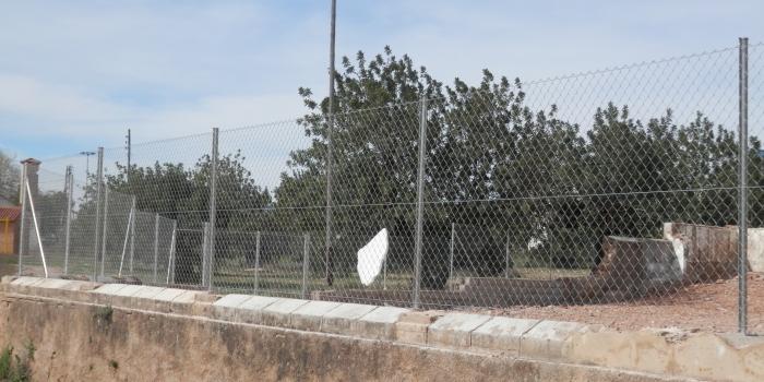 Malla ST galvanizada atornillada a muro