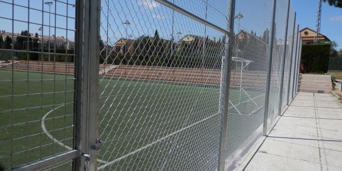 Cercado campo de fútbol